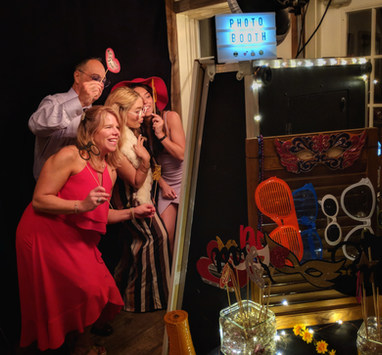 the-yellow-mirror-photo-booth-wedding-ho