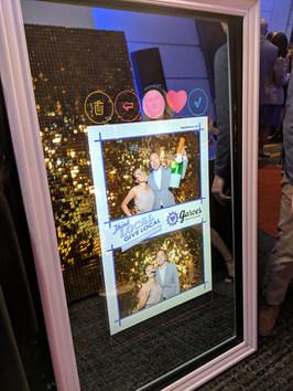 the-yellow-mirror-photo-booth-garces-fou