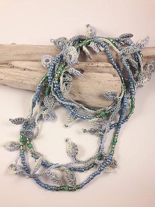 SAUTOIR Crocheté bleu et vert.