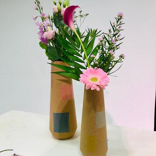 Stenen vazen van DM Depot inclusief snijbloemen duo