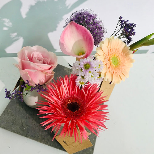 Decoratieve setting DM Depot incl schaal en snijbloemen