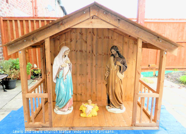 Wooden-stable-with-40 inch-figures.jpg