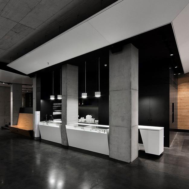 Budapest Mucis Center színezett és polírozott padló  800 m2