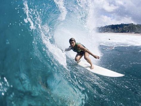 Conheça Michaela Fregonese, a 1ª mulher a vencer um campeonato de ondas grandes no Brasil