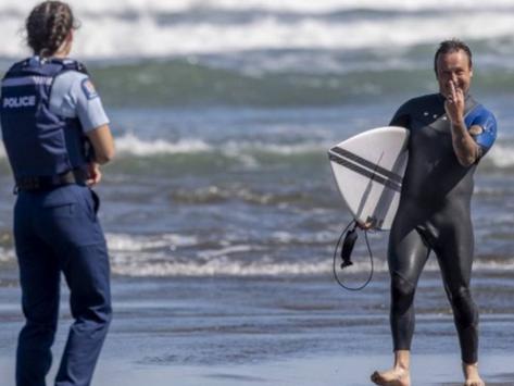 Surfistas em Portugal são detidos pela polícia e retomam debate sobre surf durante a pandemia