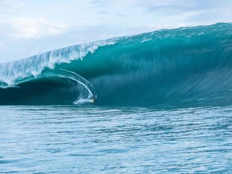 Teahupo'o épico: Após esperar 9h, surfista local pega uma das melhores ondas já surfadas no pico