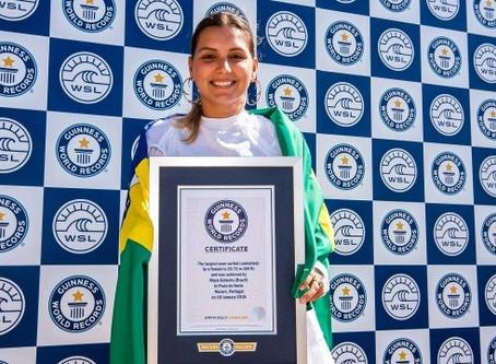 Surfista Brasileira entra no Guiness Book por recorde de surfar a maior onda do mundo