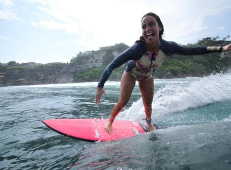 Quebre como uma menina! Relato de uma surfista em Bali