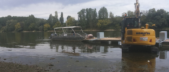 Rondvaartboot omgetoverd tot een sleepboot