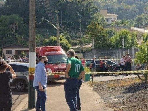 Adolescente invade escola com facão e mata crianças em Santa Catarina