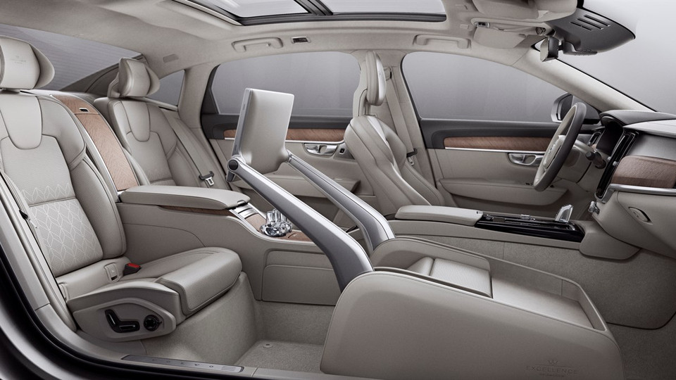 VOLVO'S S90 EXCELLENCE LOUNGE CONEPT
