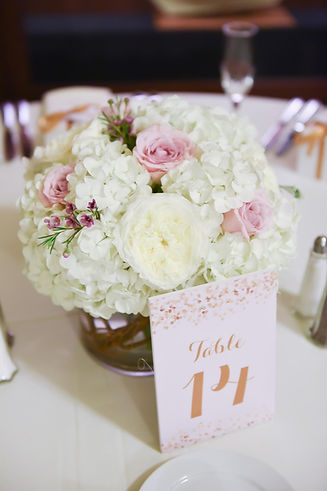 Lo-profile wedding centerpieces