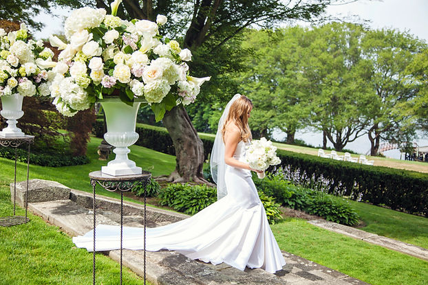 Wedding ceremony floral designs and fabulous wedding bouquets