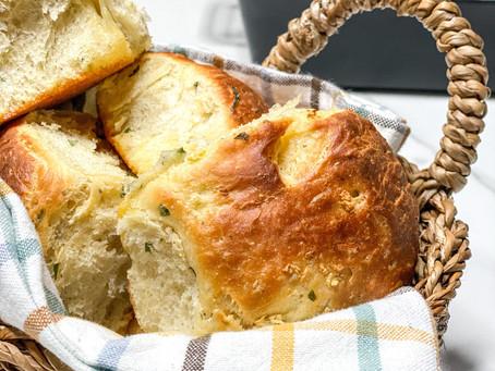Garlic Herb Dinner Rolls