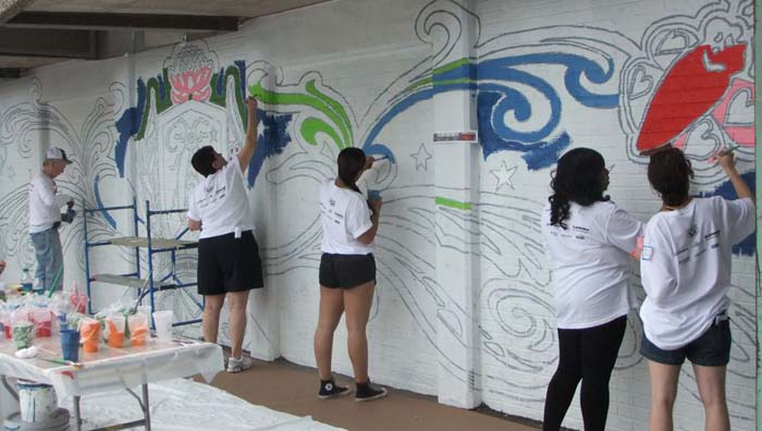 Mural Arts / Eagles Paint Day 2012