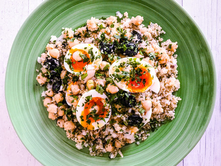 QUINOA SALAD WITH CHICKPEAS, SOFTLY BOILED EGGS, OLIVES AND PARSLEY