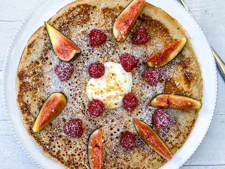 BREAKFAST PANCAKES TOPPED WITH FRESH BERRIES AND YOGHURT