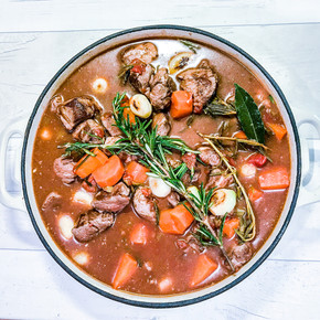 LAMB CASSEROLE WITH BABY ONIONS, ROSEMARY AND THYME