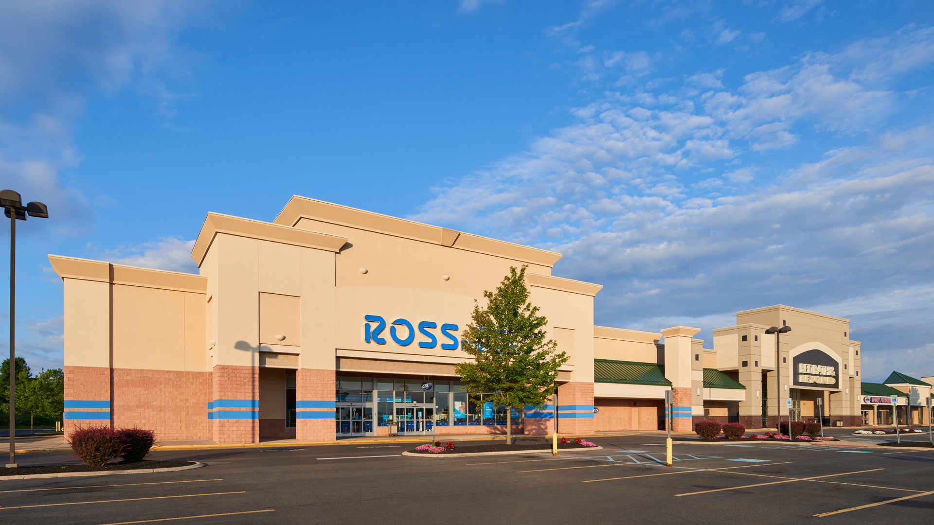 Benner Pike Shops - Ross 2.jpg
