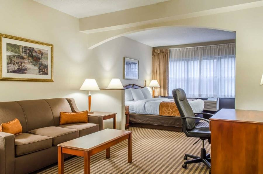 Comfort Suites 4.jpg