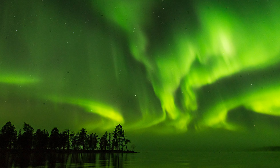 photo:northern lights by the border I