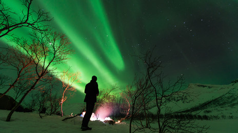 Northern lights and guests outside Tromsø