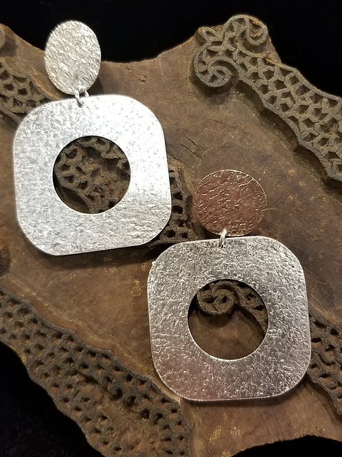 Cut out sliver earring
