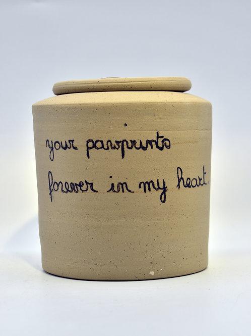 Beige 'Pawprints' urne zonder glazuur