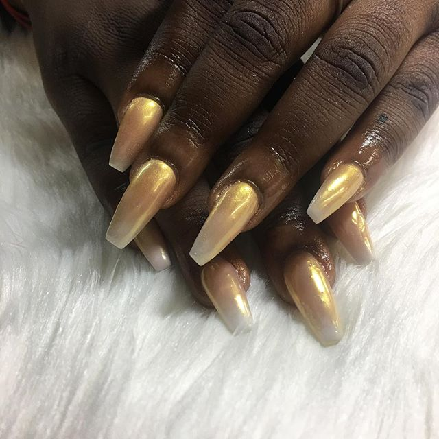 This golden Beauty 😍 #miramarnailtech #browardnails #miramarnails #chrome #coffinnails #chicnailzz