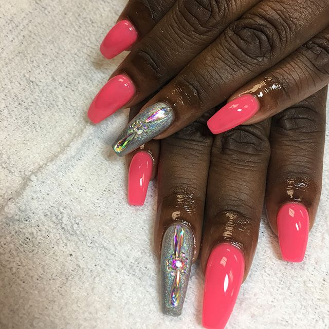 Swipe she hasn't been here since November and no lifting 💪🏽 #instaglam #nailstyle #classynails #cl