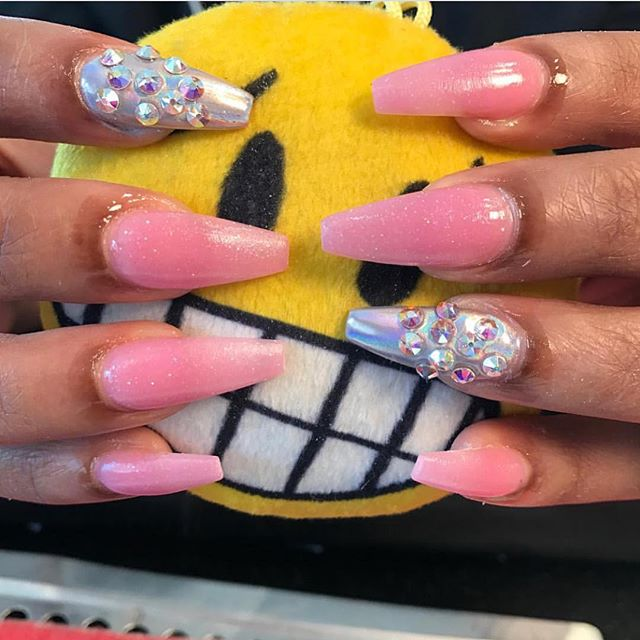 Who remembers my lil emoji prop 😂😂 but these nails 🔥