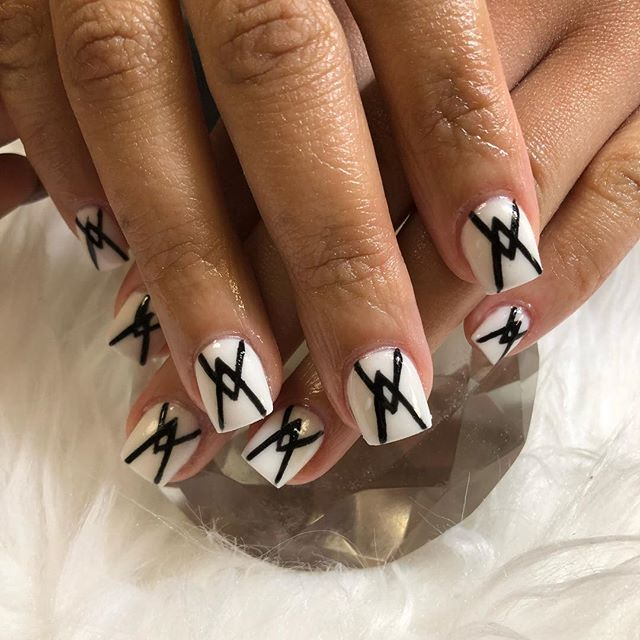 White acrylic fun set trying to perfect my lines text 7543007941 if you have any questions