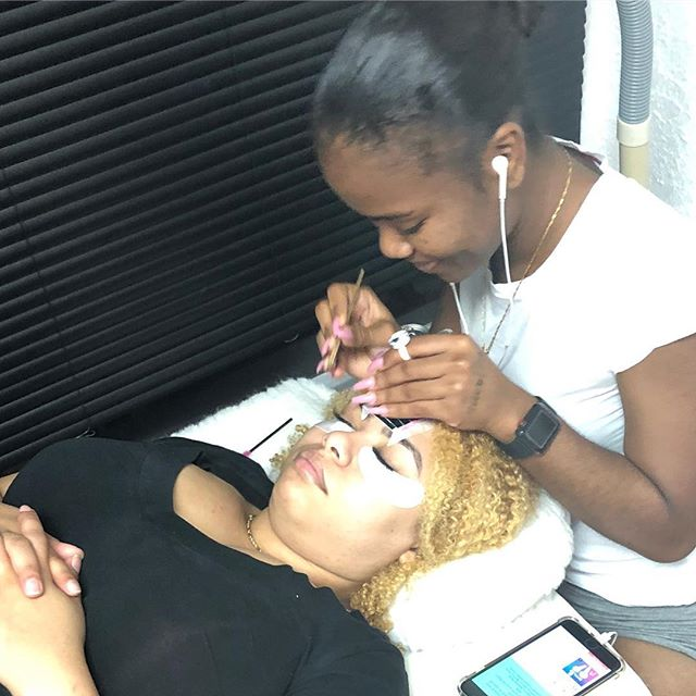 Lashes in session we take last client at