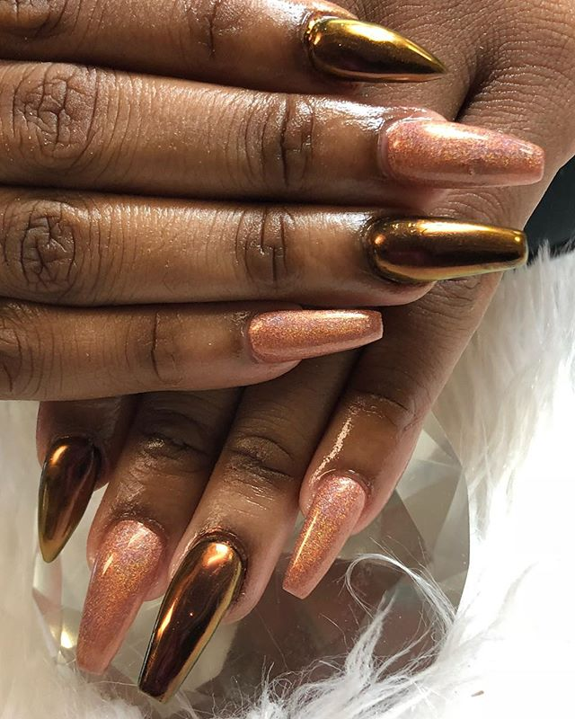 How gorgeous is this 😍😍 book now www.chicnailzz