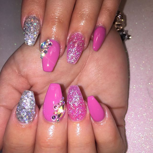Nails by Rochelle #instaglam #nailstyle #classynails #classical #nailgram #nailsofinstagram #miamina