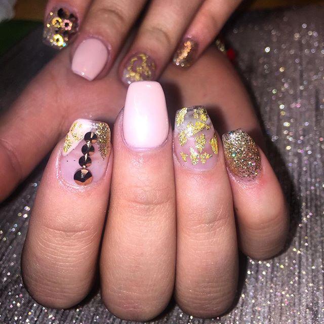 Nailsby Rochelle #instaglam #nailstyle #classynails #classical #nailgram #nailsofinstagram #miaminai