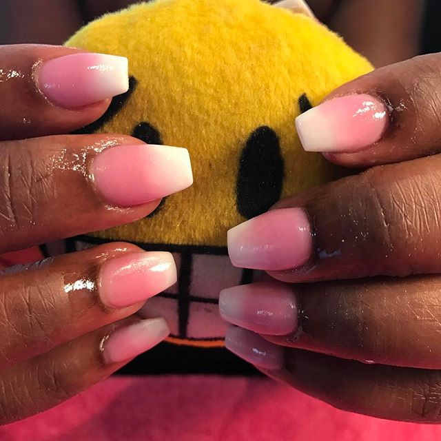 #makemeyournailtech #browardnails #nails #nails #coffinnails #chicnailzlounge #umbre #pinkandwhite #