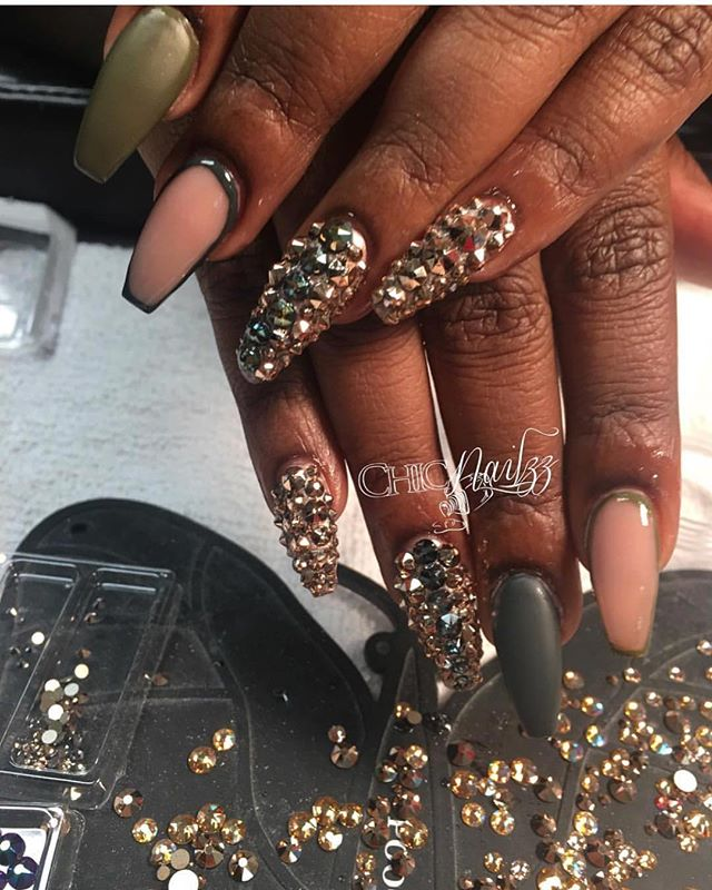 Booking now www.chicnailzz