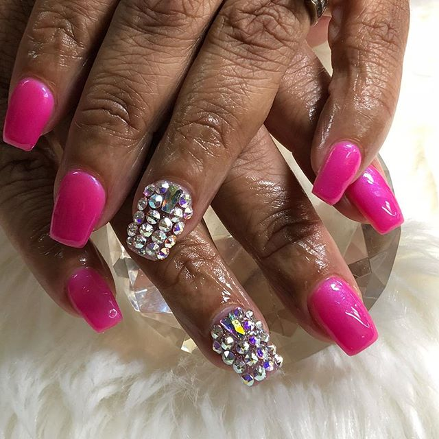 #swarovskicrystals #7543007941 booking for June has started www.chicnailzz