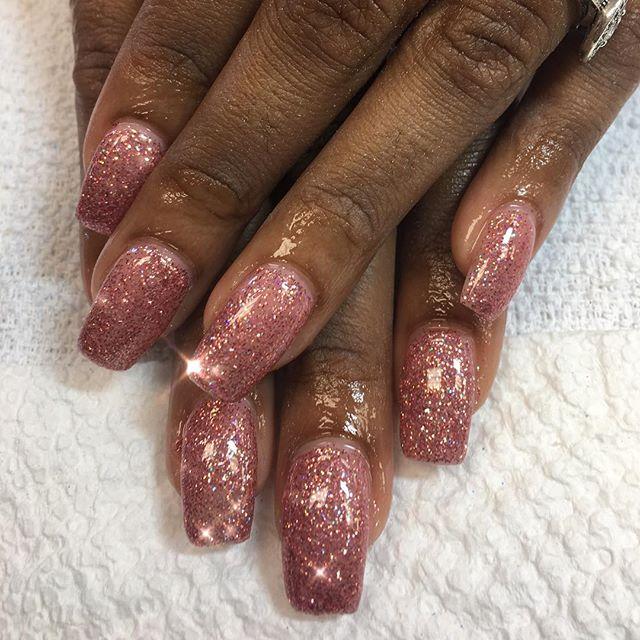 Pink glitter #instaglam #nailstyle #classynails #classical #nailgram #nailsofinstagram #miaminailtec