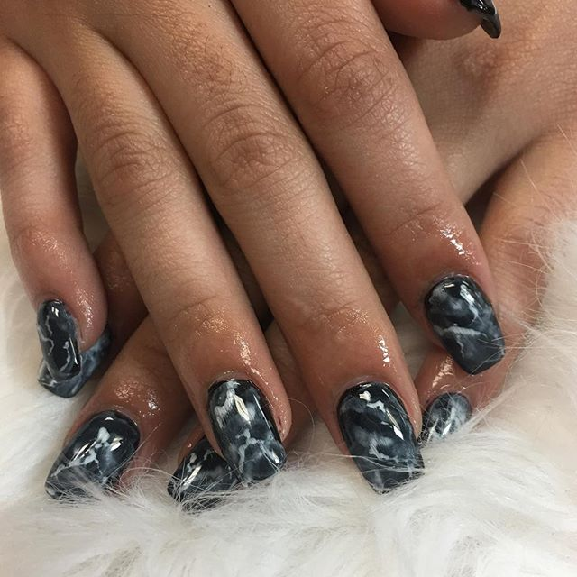 Marble Life 🖤 ⚡️ #instaglam #nailstyle #classynails #classical #nailgram #nailsofinstagram #miamina