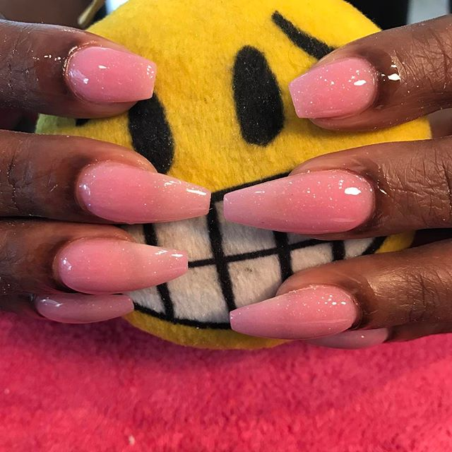 #makemeyournailtech #browardnails #swarovskicrystals #custompinkacrylic #chromenails #nails #coffinn