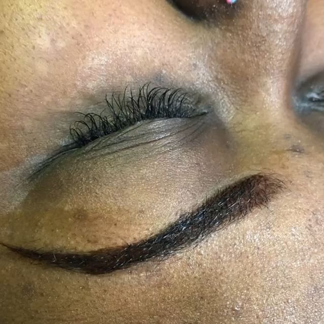 Natural fullset, with a eyebrow wax and