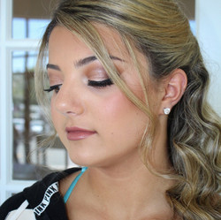 soft and glory makeup for this beauties