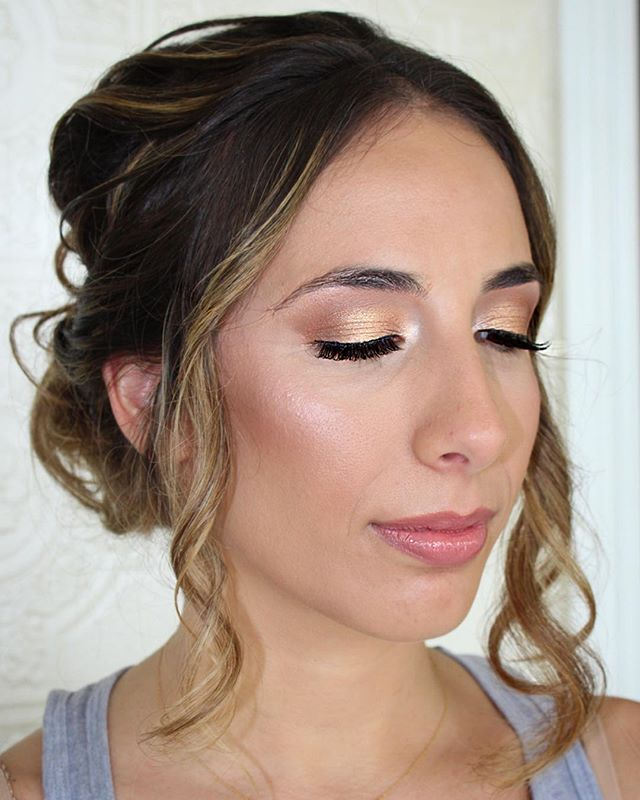 Soft glowing glam for this bridesmaid be