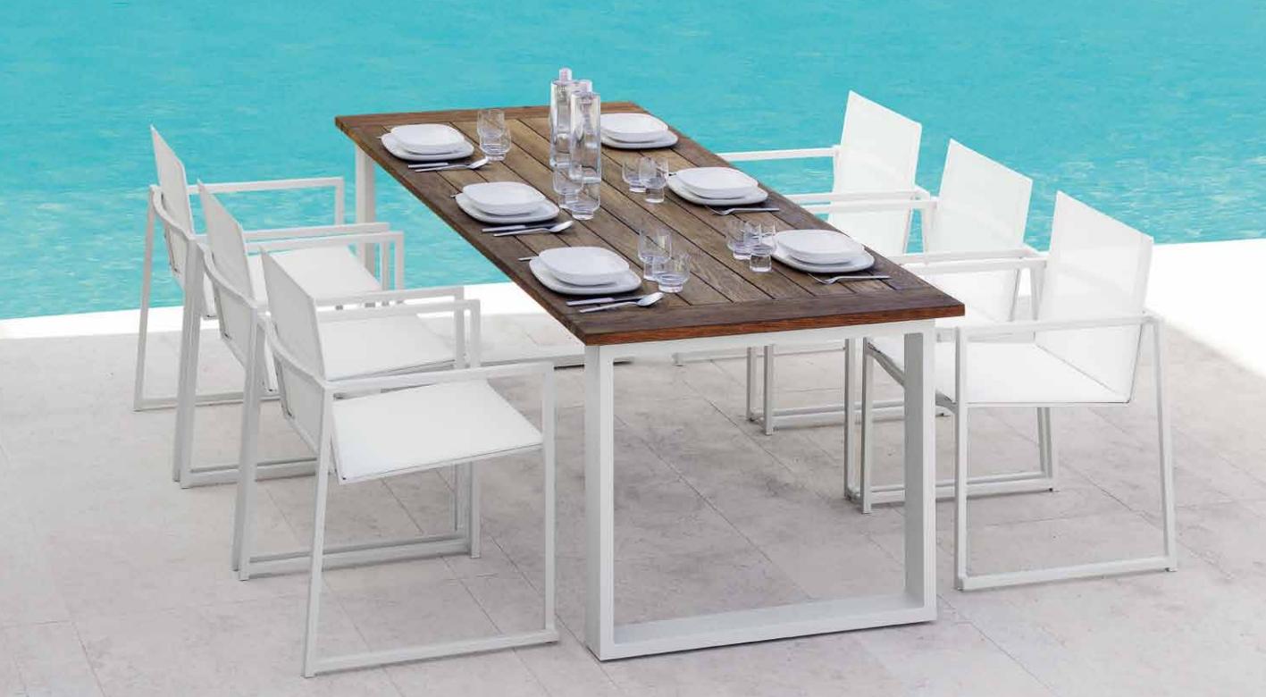 Tavolo con sedie per esterno