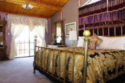 Manzano Room Deluxe King Bed