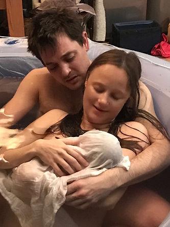 Monique van der Werff, doula, bevallingscoach en zwangerschapscoach natuurlijke badbevaling met partner en baby
