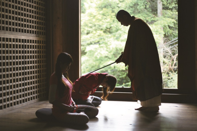 Zen experience in the temple(禅)