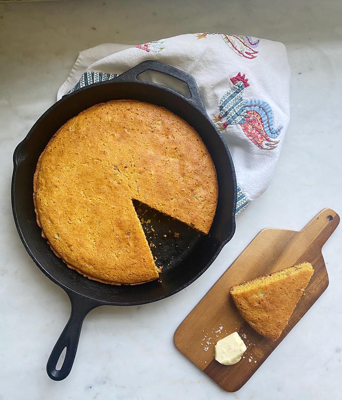 Skillet Cornbread wit Chorizo & Jalapeno